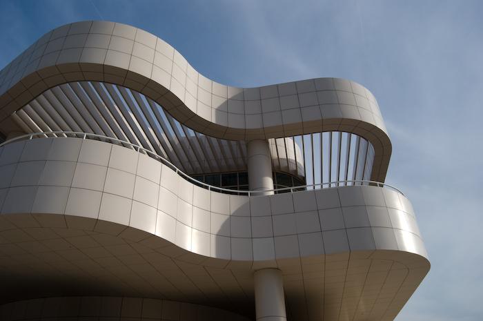 vaned overhang in curves