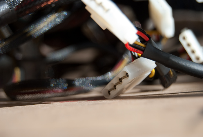 molex (peripheral) power supply connectors